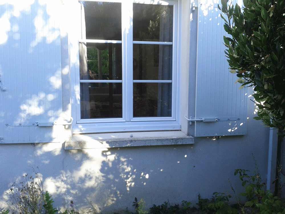 Bloque volet blanc la paire bloque volet for Bloque fenetre pvc